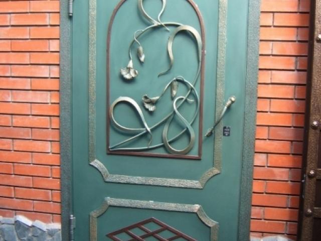 Дверь кованая.