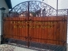 Кованые ворота с деревом. - В соответствии с udarec